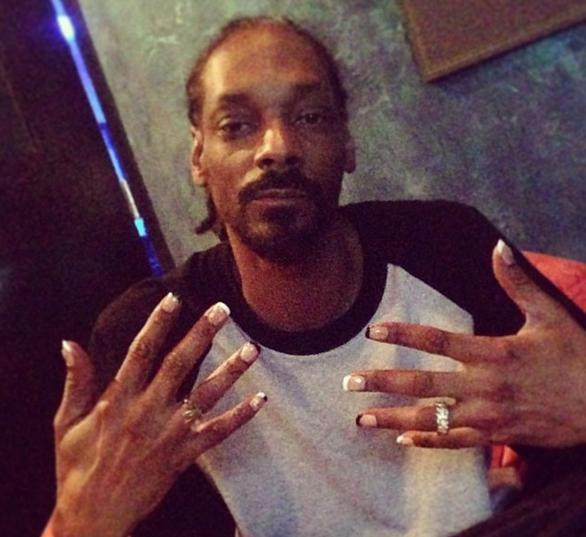 Snoop Lion - french manicure